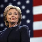 Клинтон опережает Трампа в президентской гонке